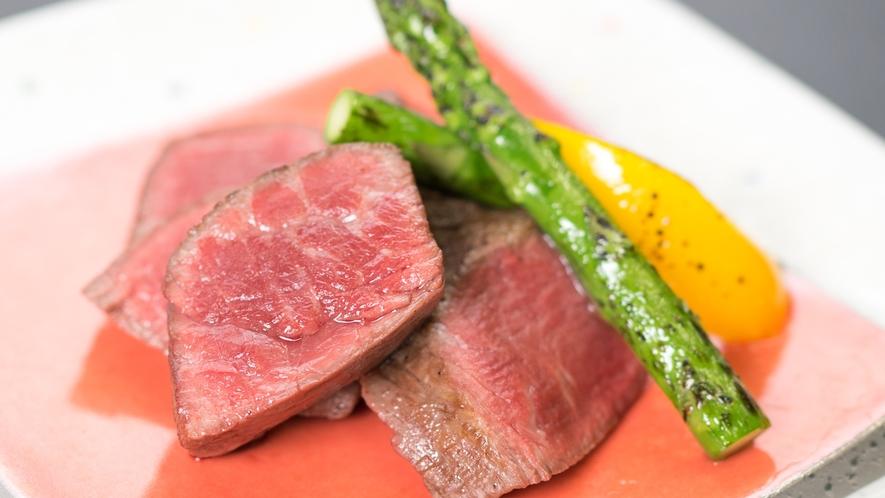 信州牛フィレステーキ♪柔らかくて絶品です。大変ご好評をいただいております。