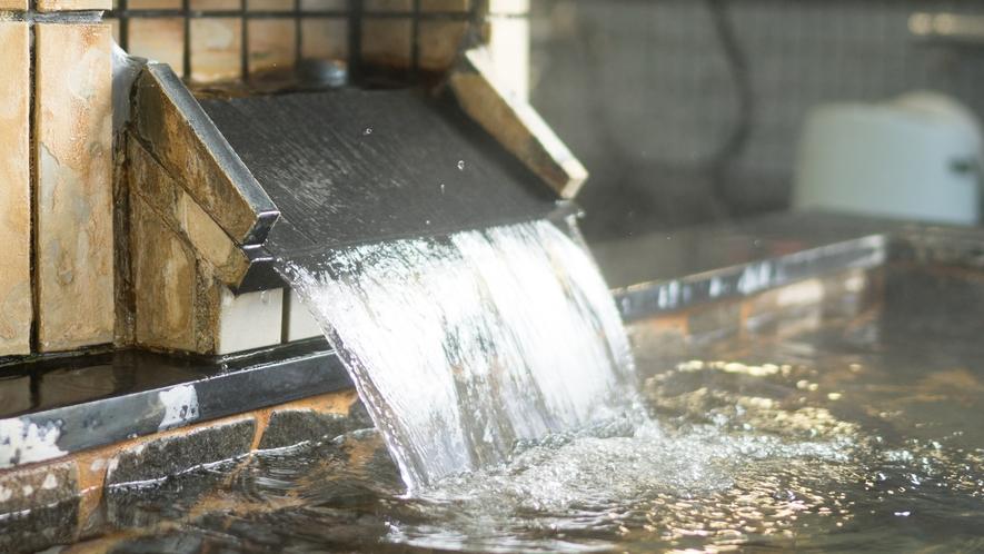 当宿自慢の天然温泉大浴場。戸狩温泉の茶色のお湯です。