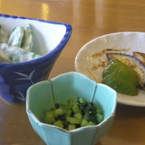 *【朝食一例】自家菜園の野菜を使った料理の数々。
