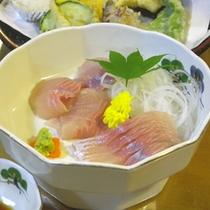 *【夕食一例】イワナの刺身はプリプリ。