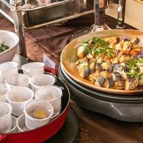 外観朝食バイキング:和洋折衷のバイキング形式でお召し上がりください。