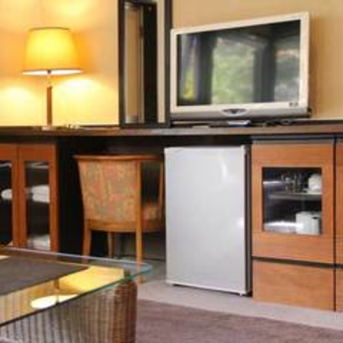 セパレートルームのテレビ、冷蔵庫など(201)