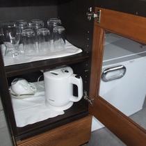 冷蔵庫、グラス備品