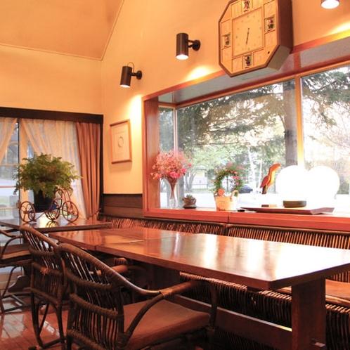 薄暮の食堂