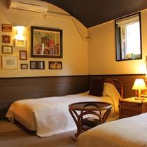 201額で飾られた寝室