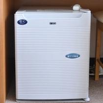 *音の気にならないペルチェ式の冷蔵庫冷蔵庫を完備(バストイレ付客室)