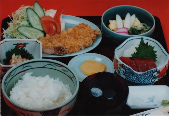 3食付プラン(夕食、朝食、弁当付)(駐車場無料)