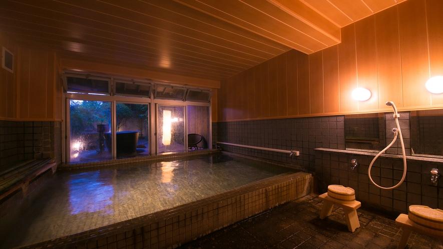 浴場は落ち着きある趣きで心から癒しをもたらします。
