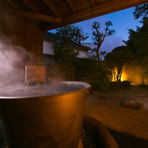 【新設露天風呂】厳選湯元ならではの温泉は湯けむりに包まれる極上空間