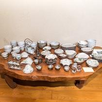 *【館内一例】並べられた陶芸の数々。