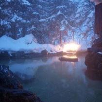 【露天風呂 男性】夜の雪見の露天風呂