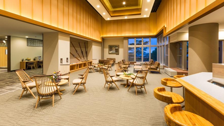 【喫茶コーナー】吹き抜けの天井で開放的な空間