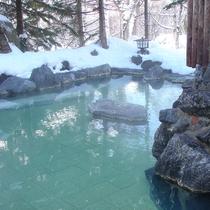 【露天風呂】雪を眺めながら湯あみを・・・