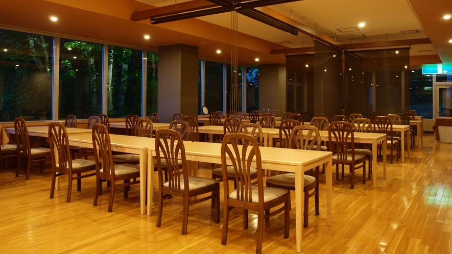 レストラン「カラマツ」ご夕食(季節の和食膳)、ご朝食バイキングはこちらにて。