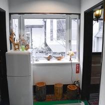 *[共用冷蔵庫]館内にございますので皆様でご自由にご利用ください。