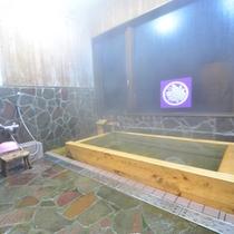 自慢の檜風呂