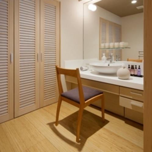 【特別室】大きな鏡とゆったり洗面スペースで身だしなみもバッチリ!