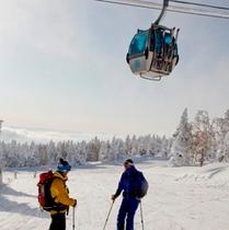 【冬】第2ゴンドラとスキーヤー