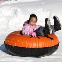 スノーチュービングは家族で遊べるスノーパレットの一番人気!
