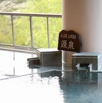 ここでしか入れない自家源泉でぬるっとしたやわらかな肌触りの温泉。つるすべお肌の美肌の湯として有名。