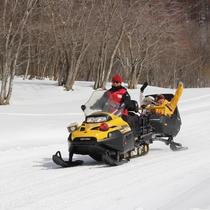 【スノーコーチ】スノーモービルのハイスピードを体感!ハイスピードでコーナーへ突入だ!
