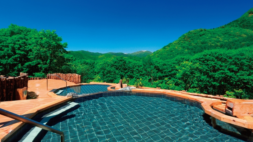眺望の湯 春~夏 越後の山々を望む雄大な景色をお楽しみいただけます