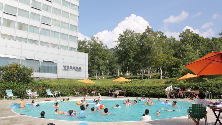 【屋外プール】夏といったらやっぱりプール!ボールや浮き輪・アームリングの貸し出しもございます。(夏)