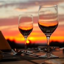 夕日とワイングラス
