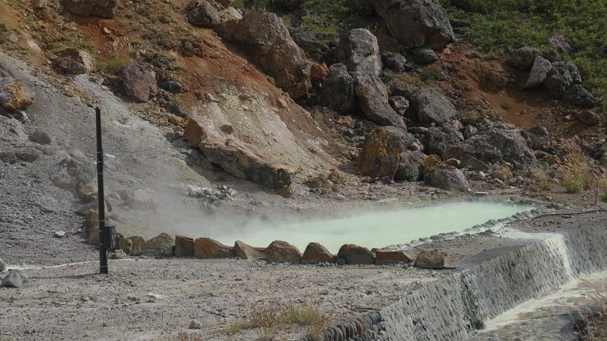 【湯畑】ホテルより徒歩15分。万座温泉の源泉が湧き出ております