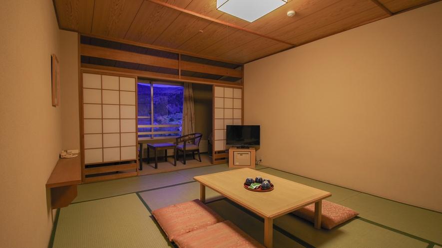 【和室】(10畳・1~5名)心地よい和の温もりを感じるお部屋でのんびりとくつろぐことができます