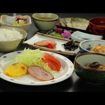 朝食一例です。朝からお客様に元気になっていただけるような朝食をご提供します。