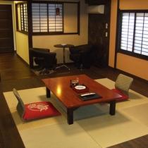 和洋室【セミダブルベッド2台の洋室+和室】