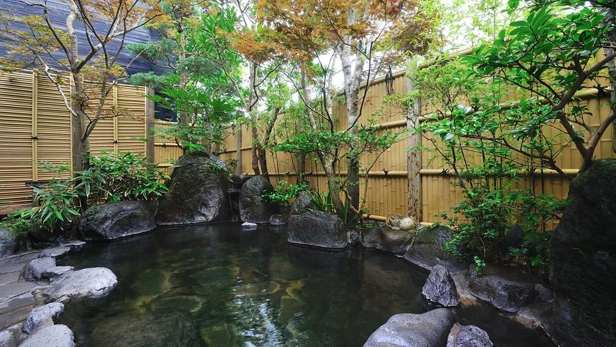 露天風呂/湯布院の星空を眺めながら、ゆったりと温泉をお楽しみください