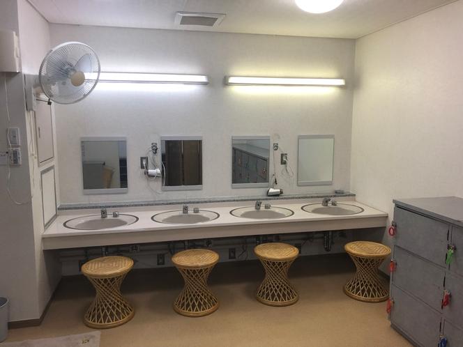 大浴場脱衣室