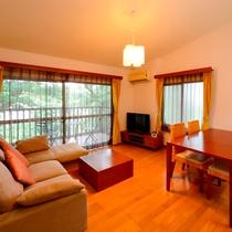 リビング 和室8畳にローベット2台 寝具1組(三宅島 一例)