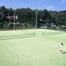 施設内テニスコート