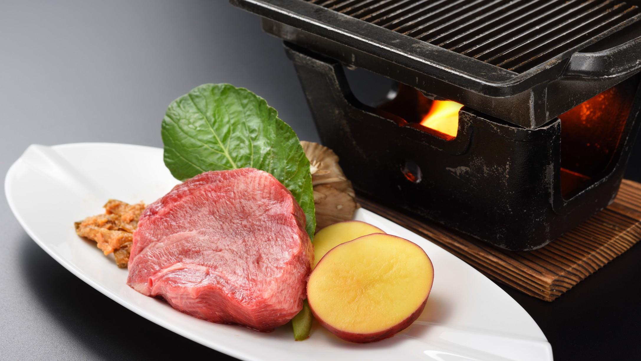 夕食バイキング別注料理:厚切り牛タン(芯タン)の鉄板焼き