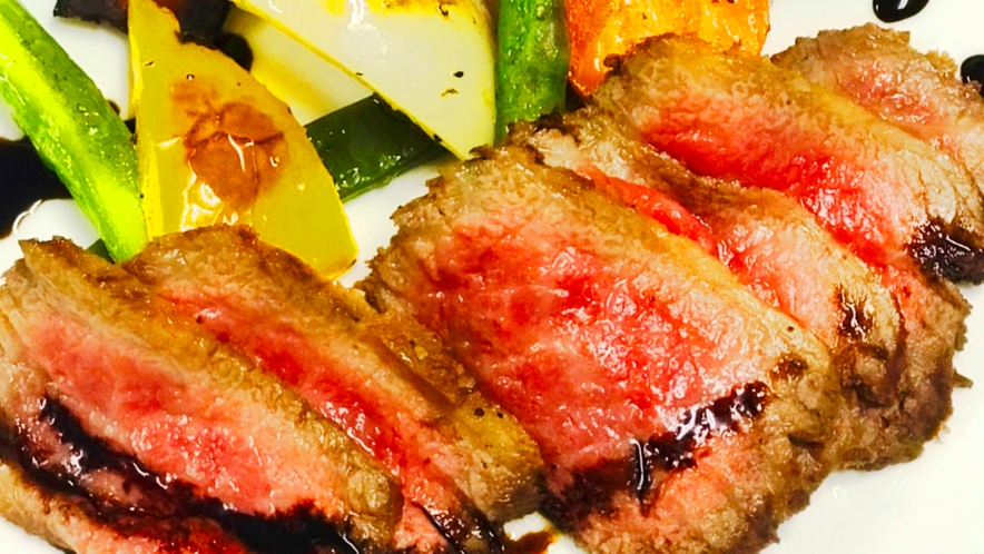 【夕食一例】女将自慢のローストビーフ。上州牛を使用しております。