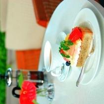 ラウンジ 〜 オリジナルケーキや琉球紅茶も人気です。