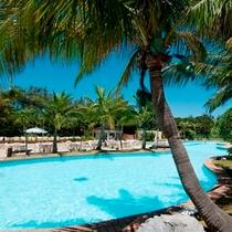 ■ラグナ自慢のアクアゾーン内県内最大級の屋外プール