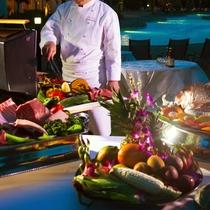 夏はプールサイドで、新鮮食材を豪快に焼き上げる【BBQ】もお楽しみいただけます!