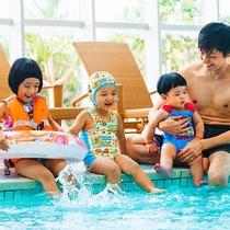 バチャバチャバチャ♪家族みんなでワイワイ水遊び!