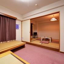 *和洋室(客室一例)/和と洋、両方の良さを味わえるお部屋。お休みする場所も畳でくつろぎのひと時を。