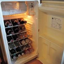 *客室一例/各部屋にある飲み物付き冷蔵庫。