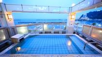 *展望露天風呂『貫一の湯』/熱海港と暮れゆく空を眺めながら静かなひとときを堪能♪