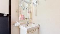 *貸切風呂(お宮の湯)/設備一例。