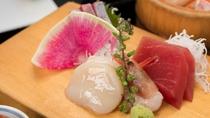 *夕食お刺身一例/その日の朝熱海近海で獲れた新鮮なお魚をご提供。