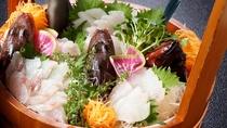 *和食膳一例/桶いっぱいの地魚盛り合わせはその日の漁によって内容が変わります♪