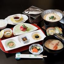 *朝食一例/焼きたての旬のお魚等、潮騒を感じる和朝食をご用意致します。