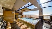 *展望露天風呂『貫一の湯』/熱海温泉は湯あたりが柔らかく、肌に優しい天然温泉。